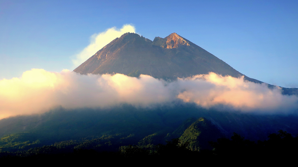 ДЕН 6:ДЖОКДЖАКАРТА – Тур до вулкана Мерапи Пристигане в Медан